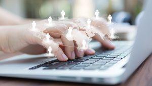 7-passos-para-adequar-sua-imobiliaria-a-LGPG - mãos em frente ao teclado do computador
